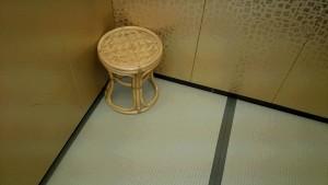 エレベータの中にも椅子が!