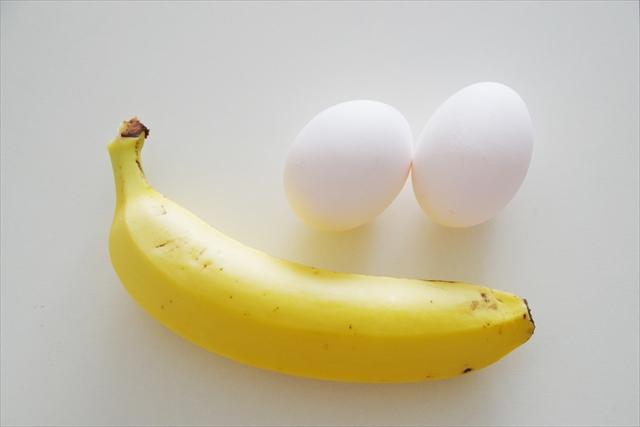 材料はバナナ1本と卵2個だけ。