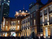 都内近郊の癒しのイルミネーションスポット:東京駅舎のイルミネーション2