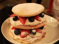 今人気のホットケーキを作って食べ比べ:カフェ風?ミックスベリーパンケーキ