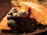 今人気のホットケーキを作って食べ比べ:ジャム&ブルーベリーのせパンケーキ