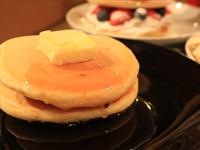 今人気のホットケーキを作って食べ比べ:やっぱり王道。喫茶店のホットケーキ風2